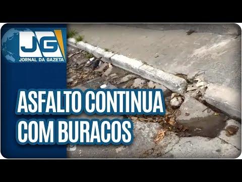 Asfalto no bairro Jardim Monte Azul, na zona sul da capital, continua com buracos