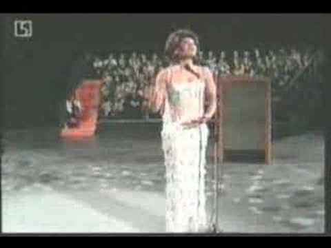 """Shirley Bassey Sings """"It's Impossible"""""""