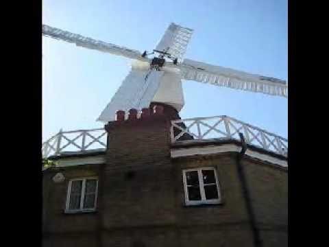 Wimbledon Common Windmill - Sails turning!