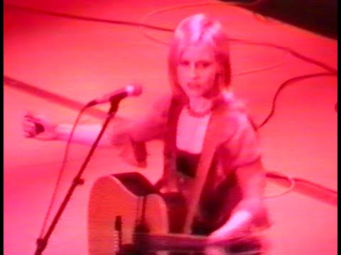 Dolores O'Riordan-The Cranberries LIVE 1995