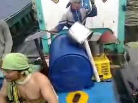 (Video Cover ) Kocak Nelayan Lipsing Lagu Suci Dalam Debu Iklim