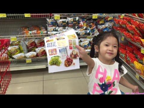 Bé Anh đi siêu thị - Go to Supermarket - AnhAnhChannel.com