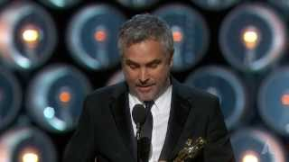 Repeat youtube video Alfonso Cuarón Wins Best Directing: 2014 Oscars