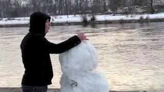 La bomba Schneemann Explosion - der Tag des Schneemann