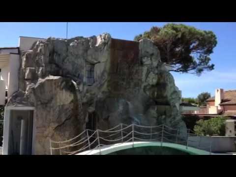 Piscina cascata artificiale youtube for Piscina artificiale