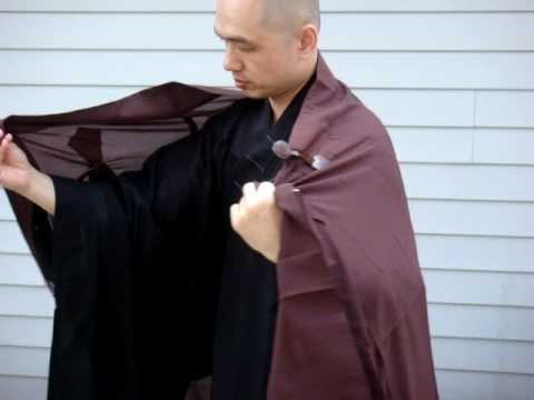 How To Put On The Robe In Chinese Buddhism?  Hand View