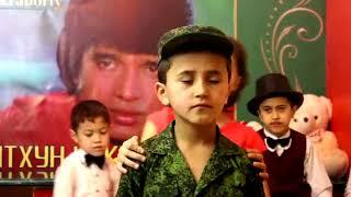 Таджикский Мальчик поёт как Митхун Чакраборти.