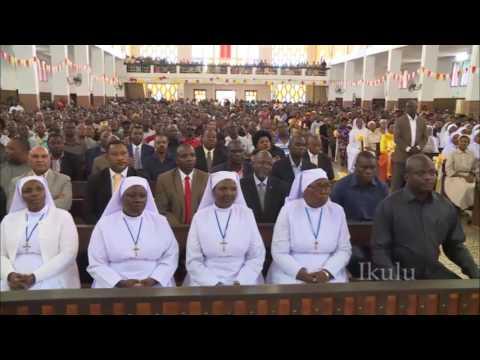 Rais katika ibada kanisa  la Kristu Mfalme  Mjini Moshi April 30,2017