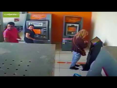 Un nene de 4 años robó dinero de un cajero automático