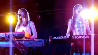 Au Revoir Simone - Sad Song - live at Admiral, Berlin