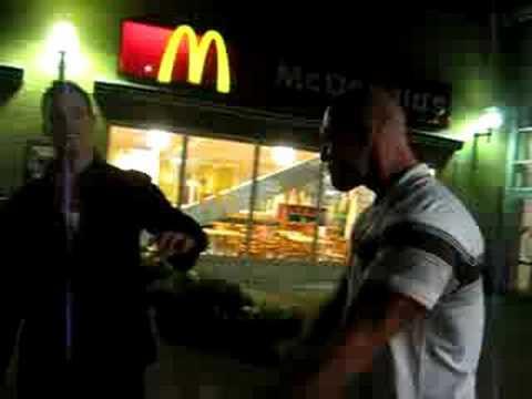 Vem vare som kasta Mcdonalds Turken.