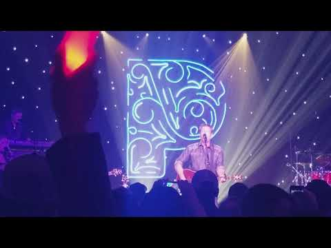 "Blake Shelton ""Turnin' Me On"" At Pandora Presents In Nashville 11/3/17"