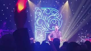 """Blake Shelton """"Turnin' Me On"""" at Pandora Presents in Nashville 11/3/17"""
