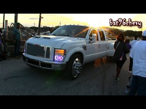White Ford F-350 Dually Truck On 24