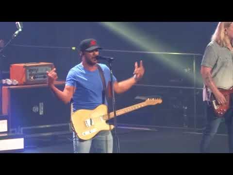 "Luke Bryan in Kansas City ""What Makes You Country"" 8/26/18"
