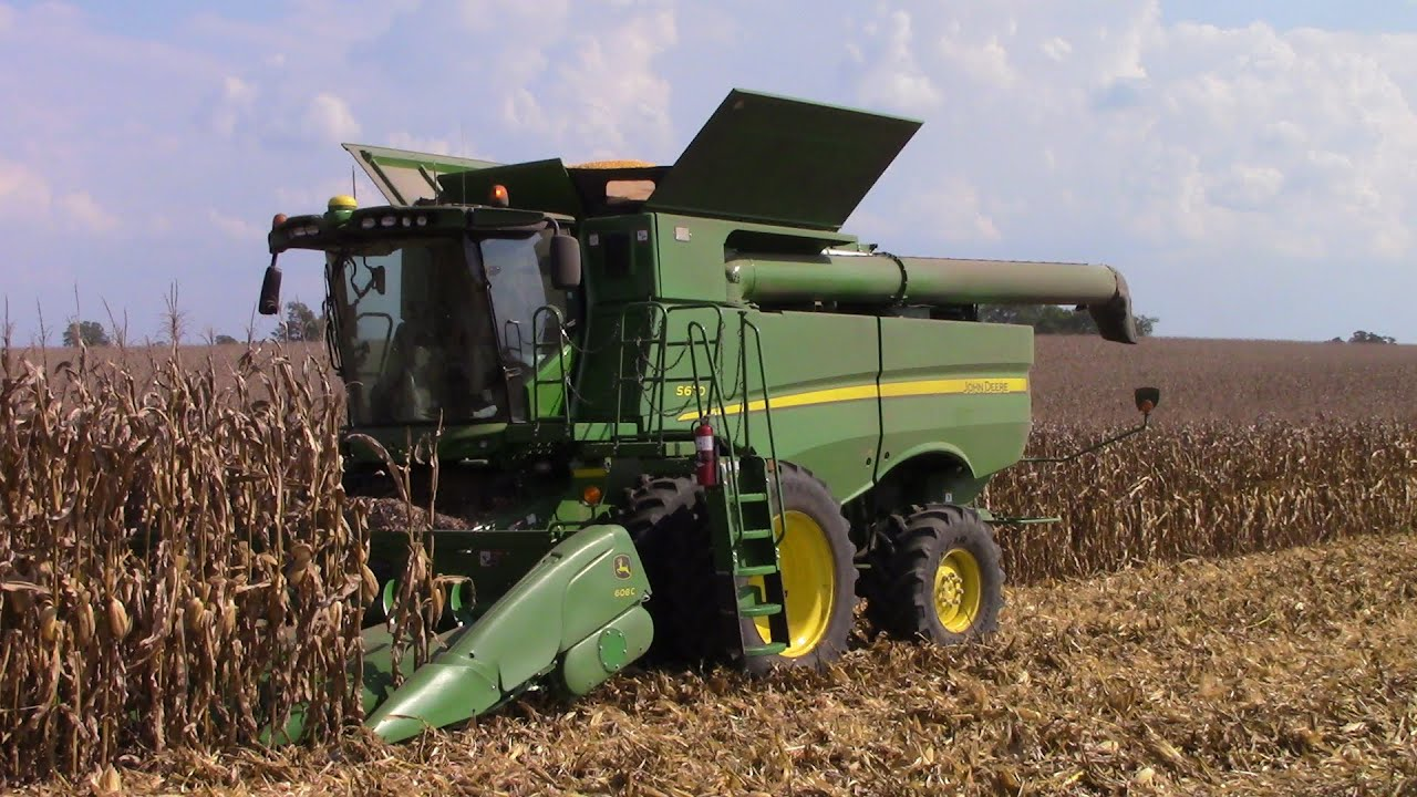four john deere s670 combines harvesting corn youtube. Black Bedroom Furniture Sets. Home Design Ideas