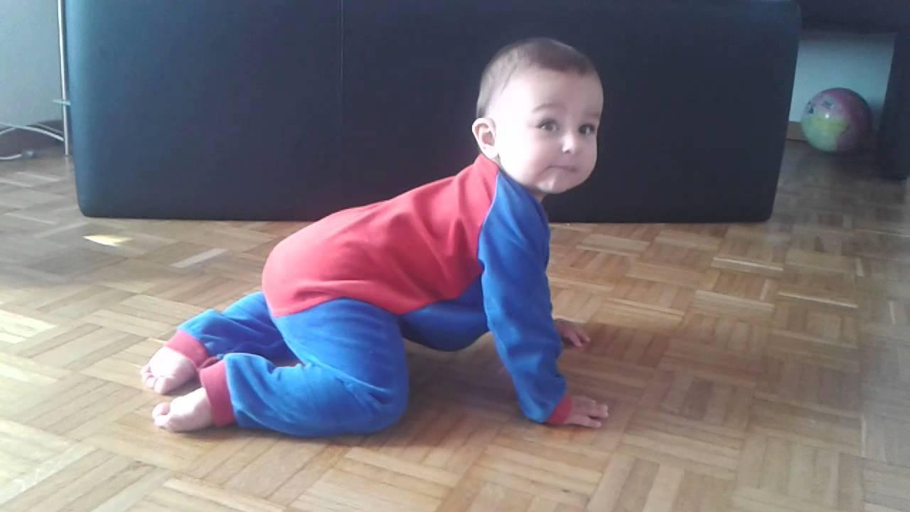Mein baby am tanzen,9 monate alt - YouTube