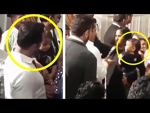 Thumbnail: INSIDE Video - Salman Khan Playing With Cute Ahil At Baba Siddiqui Iftar Party 2017