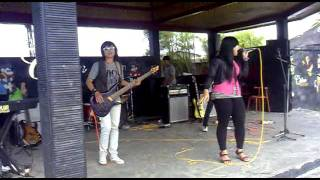 Download Mp3 Tua - Tua Keladi - Galz X She Band Song From Anggun Versi Little Queen.mp4