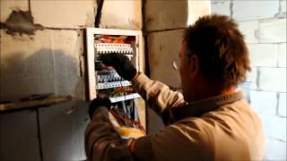 видео О монтаже электрики в коттедже