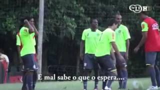 Ronaldinho Ga cho erra e é 'castigado' com petelecos