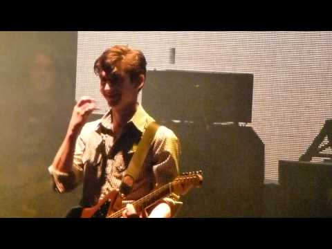 Arctic Monkeys - SING ALONG When The Sun Goes Down @ O2 Arena London, 29/10/2011 (HD)