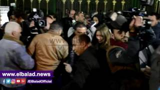 نجوم الفن والإعلام في عزاء كريمة مختار.. فيديو