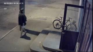 Кража велосипеда видео с камеры наблюдения(29.08.2016 в 9:40, в микрорайоне солнечный Иркутска был украден велосипед марки 3 AC, цвет чёрный с желтыми и синими..., 2016-08-30T16:26:54.000Z)