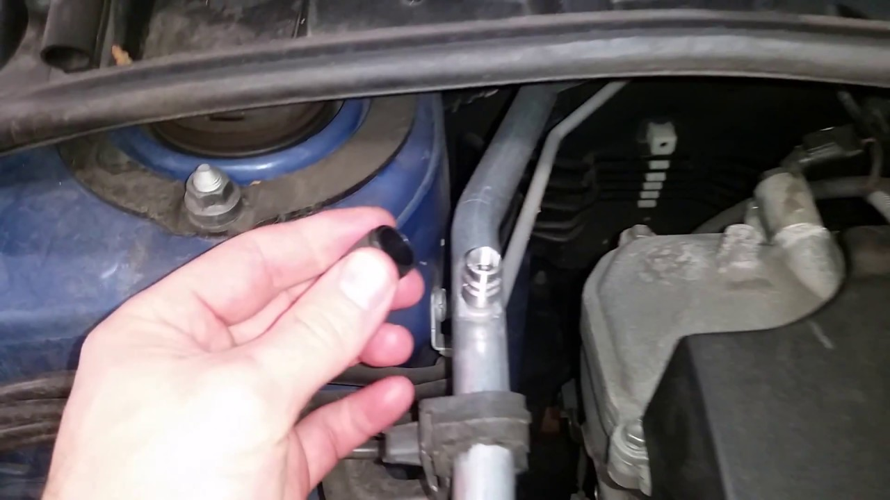 2009-2013 Toyota Corolla A  C System Low Pressure Line Port Location