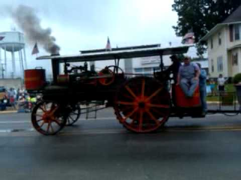 Steam powered tractor in July 4th parade, Newton IA