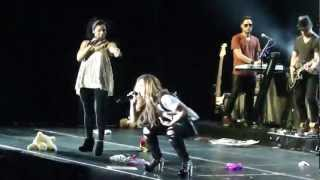 Girl Throws Her Pink Bra At Demi Lovato / Belo Horizonte, Brazil