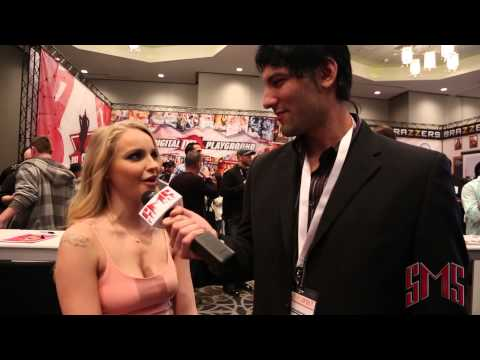 Staci Carr Says Size Doesn't Matter AVN 2015