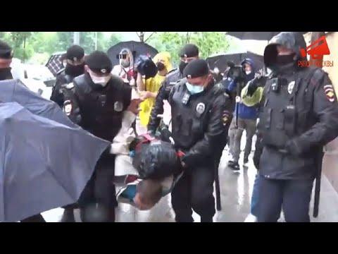 Массовые задержания полицией на акции у ГУВД в Москве