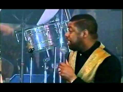 Jubilee - Ron Kenoly & Coro David (We Offer Praises)