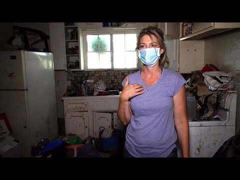 'I Always Felt Dirty,' Says Actress Of Growing Up With A Hoarder Mother