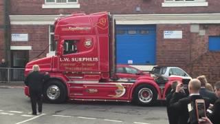 Дальнобойщики, хоронят своего коллегу, Англия Видео