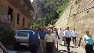 Processione - in sottofondo la dolce melodia tradizionale delle zampogne