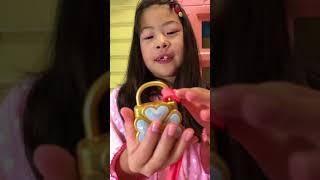 【みきパラ】登録お願いいたします。   https://www.youtube.com/channel/UCZgfI8evkWNakxE3iKwHEJQ しゅごキャラの変身おもちゃ説明  初めて動画をア...