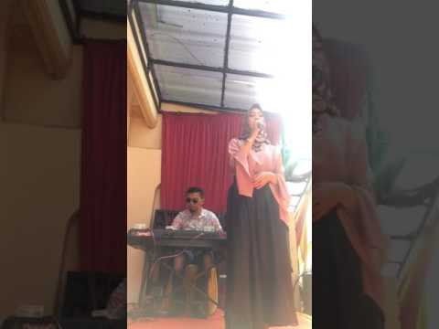 Suara emas asal betawi padang dngn lagu Saribu Minang.    ALFINA BRANER