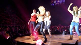 Shakira teaching belly dance in Poland, Atlas Arena, Łódź, 17.05.2011 HD