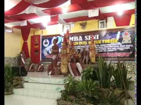 Tarian Toraja Pa'pakaraya (peraih gold champion IMT)