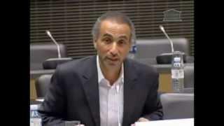 Tariq Ramadan détruit un député francais à l'assemblé nationale (regardez et comparez-Algérie)