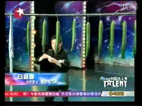 Chinese Guy Cuts Cucumbers With Cards on a Talent Show