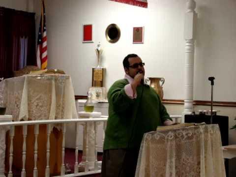 Isaac Maysonet singing