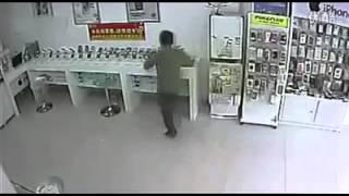 Неудачное ограбление магазина мобильных телефонов(, 2013-04-26T04:04:14.000Z)