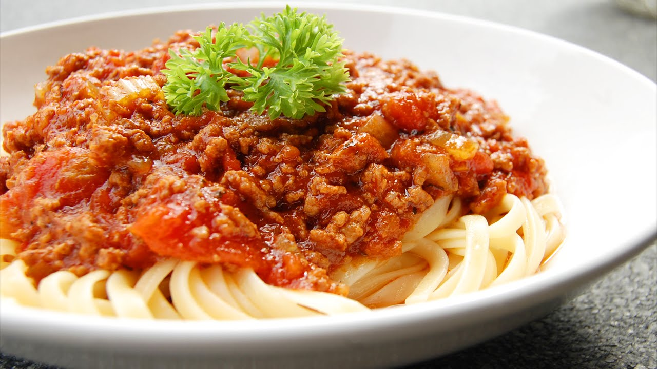 COOKING WITH ROBUST - Spaghetti Bolognese - YouTube