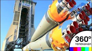 """Ракету """"СОЮЗ"""" готовят к запуску с площадки гвианского космического центра"""
