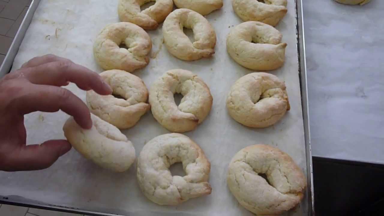Come fare le ciambelline al vino ricette dolci e cucina for Cucina ricette dolci