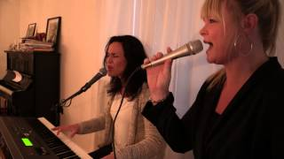 Kerstin och Britta sjunger Från och med du.