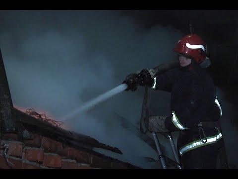 DSNSKHM: У Хмельницькому надзвичайники врятували від знищення вогнем житловий будинок (Для ЗМІ)